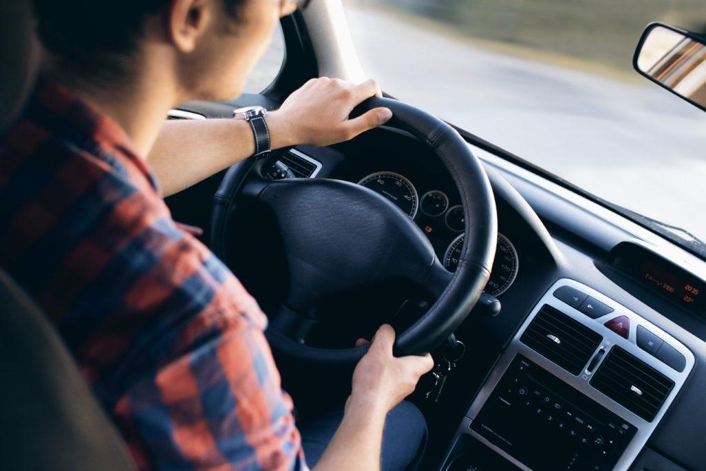 Za tri godine školovanja, kroz trening i obuku stiče se dozvola za upravlјanje vozilima C i B kategorije.