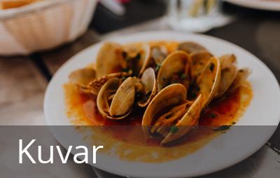 Kuvar je zadužen za pripremanje svih vrsta toplih i hladnih jela. To podrazumeva odabir i pripremu namirnica, određivanje tehnologije pripremanja hrane kao i pripremu za posluživanje jela.
